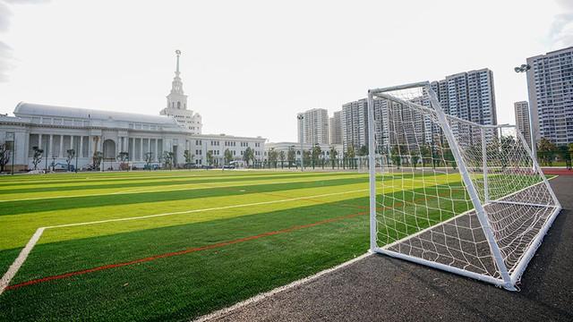 3 Đại học dành cho con nhà giàu ở Việt Nam: Học phí gần tỉ đồng, bên trong trường đẹp như phim Vườn sao băng Hàn Quốc - Ảnh 3.