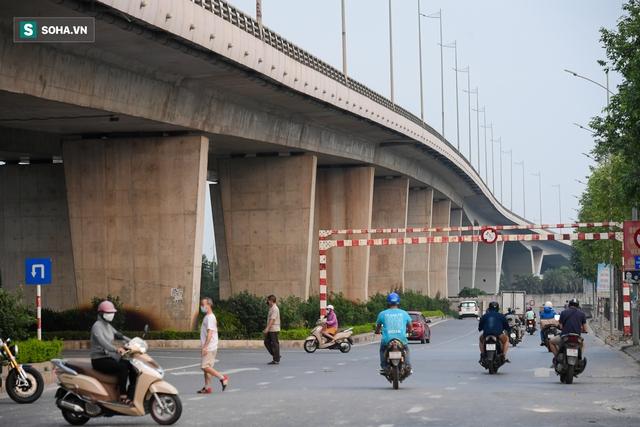 Cận cảnh 2 nút giao thông khổng lồ đẹp như tranh vẽ, đắt tiền và hiện đại bậc nhất Thủ đô - Ảnh 3.