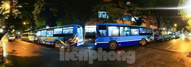 Bệnh viện Việt Đức tiến hành chuyển bệnh nhân sang 3 bệnh viện khác tại Hà Nội - Ảnh 6.