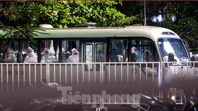 Bệnh viện Việt Đức tiến hành chuyển bệnh nhân sang 3 bệnh viện khác tại Hà Nội - Ảnh 7.