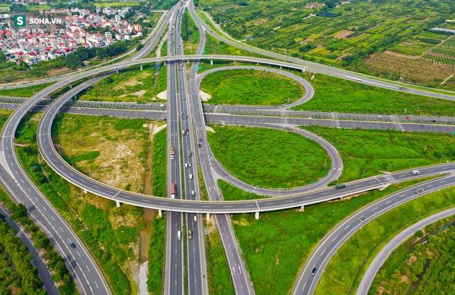 Cận cảnh 2 nút giao thông khổng lồ đẹp như tranh vẽ, đắt tiền và hiện đại bậc nhất Thủ đô - Ảnh 7.