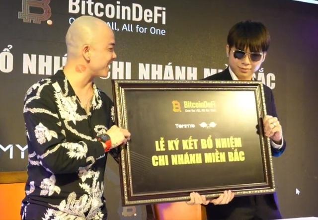 Hoàng Tử Gió Hoàng Đức Nhân từng có quan hệ mật thiết với thủ lĩnh BitcoinDeFi - sàn tiền ảo khiến nhiều người tán gia bại sản - Ảnh 2.