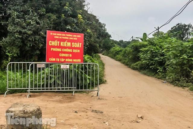 Lập các chốt kiểm soát ra bãi bồi chân cầu Vĩnh Tuy sau vụ cả nghìn người rủ nhau cắm trại - Ảnh 2.