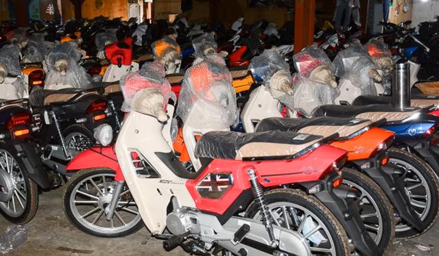 Bản sao Honda Dream giá 27 triệu đồng vừa cập bến Việt Nam, chờ bung lụa - Ảnh 1.
