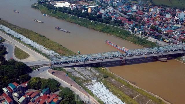 Cận cảnh cầu Đuống xuống cấp trầm trọng, Hà Nội đề xuất gần 1.800 tỷ xây dựng cầu mới - Ảnh 1.