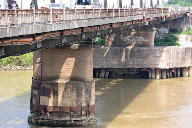Cận cảnh cầu Đuống xuống cấp trầm trọng, Hà Nội đề xuất gần 1.800 tỷ xây dựng cầu mới - Ảnh 2.