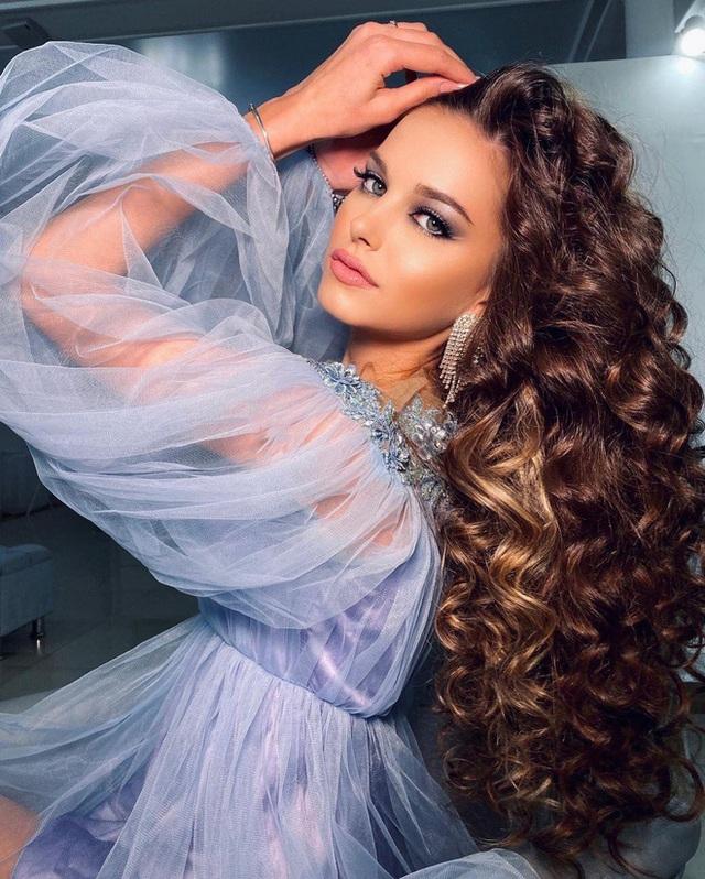 Lâu lắm thế giới mới có Hoa hậu đăng quang đẹp nhường này: Xinh như thiên thần trong cổ tích, nhan sắc đời thường gây choáng - Ảnh 11.