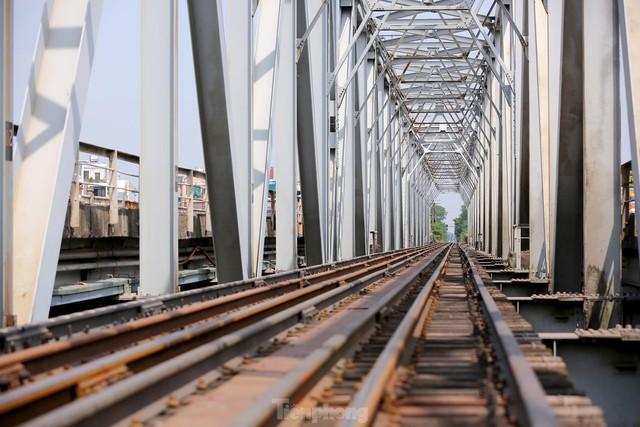 Cận cảnh cầu Đuống xuống cấp trầm trọng, Hà Nội đề xuất gần 1.800 tỷ xây dựng cầu mới - Ảnh 13.