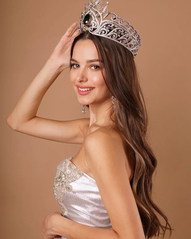 Lâu lắm thế giới mới có Hoa hậu đăng quang đẹp nhường này: Xinh như thiên thần trong cổ tích, nhan sắc đời thường gây choáng - Ảnh 5.