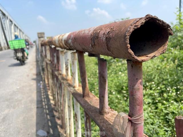 Cận cảnh cầu Đuống xuống cấp trầm trọng, Hà Nội đề xuất gần 1.800 tỷ xây dựng cầu mới - Ảnh 5.