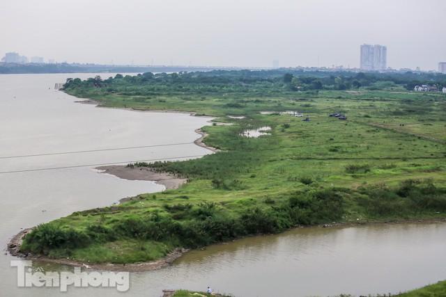 Lập các chốt kiểm soát ra bãi bồi chân cầu Vĩnh Tuy sau vụ cả nghìn người rủ nhau cắm trại - Ảnh 6.