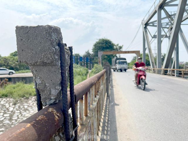 Cận cảnh cầu Đuống xuống cấp trầm trọng, Hà Nội đề xuất gần 1.800 tỷ xây dựng cầu mới - Ảnh 6.