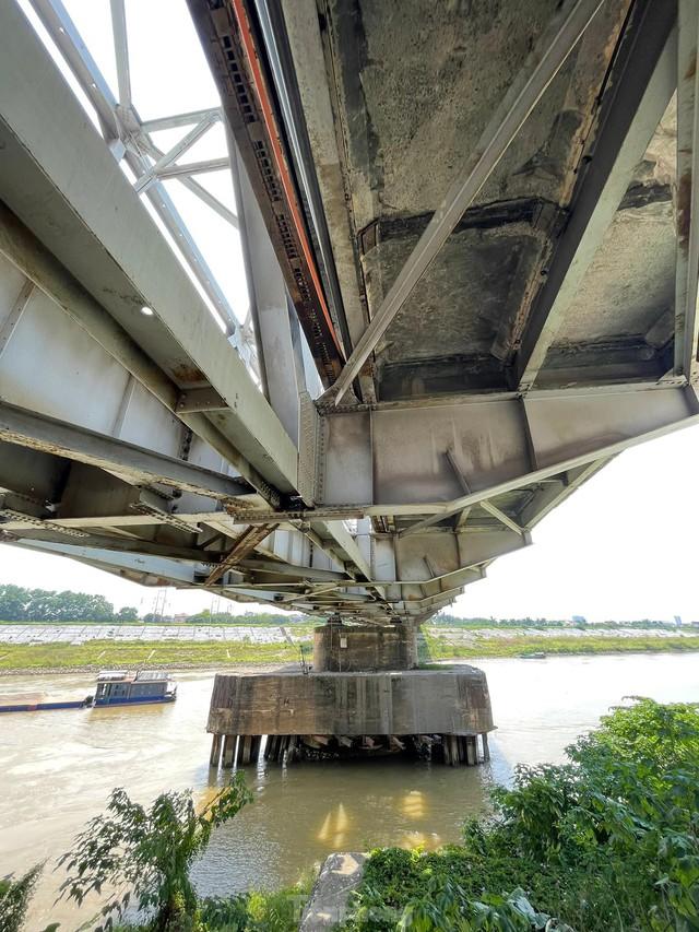 Cận cảnh cầu Đuống xuống cấp trầm trọng, Hà Nội đề xuất gần 1.800 tỷ xây dựng cầu mới - Ảnh 7.