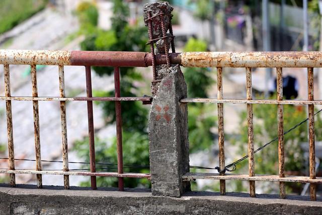 Cận cảnh cầu Đuống xuống cấp trầm trọng, Hà Nội đề xuất gần 1.800 tỷ xây dựng cầu mới - Ảnh 8.