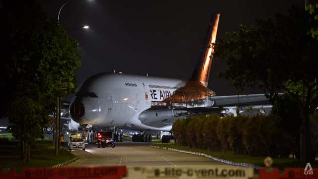 Hai gã khổng lồ Airbus A380 bị kéo đi xẻ thịt khi mới hơn 10 tuổi: Chuỗi ngày bi thảm của tượng đài bắt đầu? - Ảnh 1.