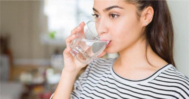 Trà xanh rất tốt cho sức khỏe nhưng có nên uống trà thay nước mỗi ngày không? Có 3 đối tượng nên cẩn trọng với loại đồ uống này - Ảnh 2.