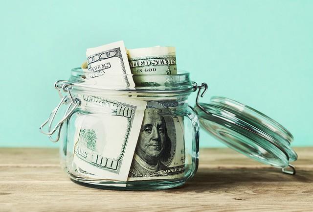 Bài học đầu tư giá trị từ người thầy mà Warren Buffett tôn thờ: Ký séc hàng triệu USD mỗi ngày nhưng dùng một chiếc tem dán phong bì cũng cần đắn đo - Ảnh 2.