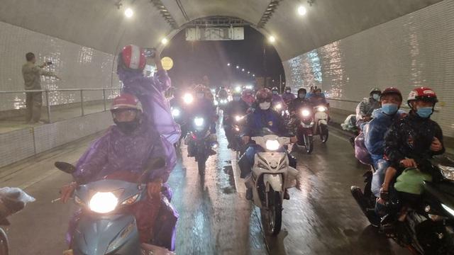 Lần đầu trong lịch sử: Hầm Hải Vân mở cửa cho xe máy chạy qua - Ảnh 5.