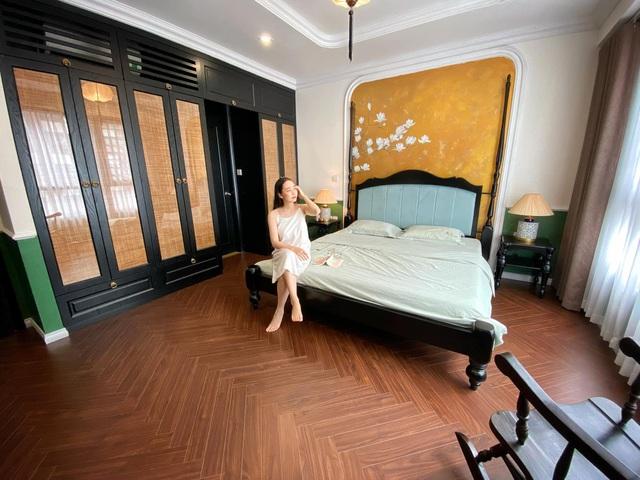 Ngôi nhà phong cách Indochine của đôi vợ chồng trẻ: Chi 700 triệu để mang cảm giác Hà Nội đầy tinh tế vào từng góc nhà - Ảnh 10.