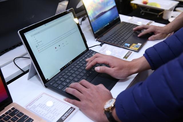 Nguyên liệu tăng, đứt gãy chuỗi cung ứng đang ảnh hưởng nặng đến thị trường tiêu dùng Việt Nam: Đơn hàng laptop, smartphone tăng vọt không có mà bán, giá nhảy số từng ngày - Ảnh 1.