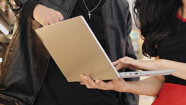 Nguyên liệu tăng, đứt gãy chuỗi cung ứng đang ảnh hưởng nặng đến thị trường tiêu dùng Việt Nam: Đơn hàng laptop, smartphone tăng vọt không có mà bán, giá nhảy số từng ngày - Ảnh 2.