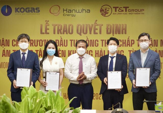 Quảng Trị trao quyết định chủ trương đầu tư dự án Trung tâm điện khí LNG Hải Lăng trị giá 2,3 tỷ USD - Ảnh 1.