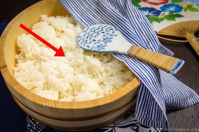 Khi cơm chín, người Nhật không ăn ngay mà làm thêm 1 bước đặc biệt, đơn giản nhưng giúp họ giảm cân và phòng ngừa tiểu đường hiệu quả  - Ảnh 2.