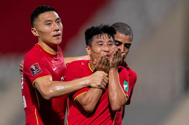 ĐT Việt Nam không kém cạnh gì Trung Quốc, nhưng trận thua này cũng là bài học đau đớn - Ảnh 1.
