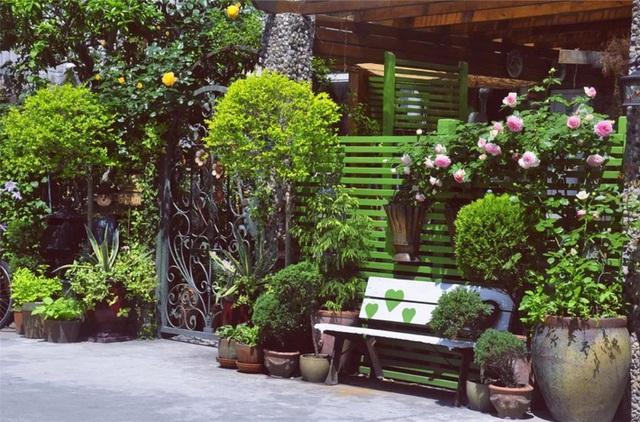 Sau nhiều năm làm việc chăm chỉ, người phụ nữ 50 tuổi mua căn nhà vườn xinh xắn sống cuộc đời an yên - Ảnh 1.