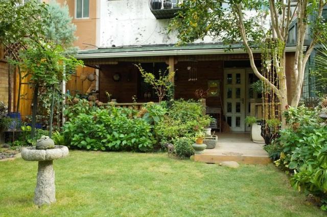 Sau nhiều năm làm việc chăm chỉ, người phụ nữ 50 tuổi mua căn nhà vườn xinh xắn sống cuộc đời an yên - Ảnh 12.