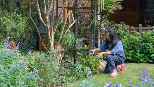 Sau nhiều năm làm việc chăm chỉ, người phụ nữ 50 tuổi mua căn nhà vườn xinh xắn sống cuộc đời an yên - Ảnh 13.