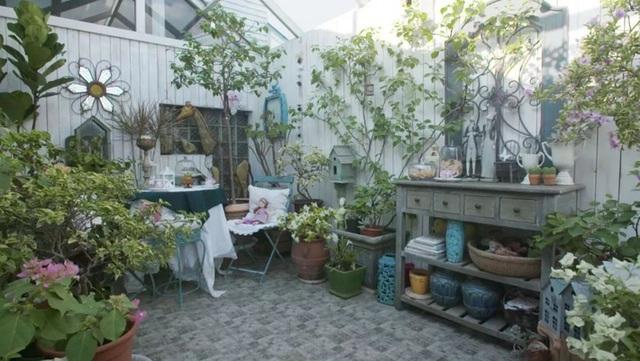 Sau nhiều năm làm việc chăm chỉ, người phụ nữ 50 tuổi mua căn nhà vườn xinh xắn sống cuộc đời an yên - Ảnh 14.