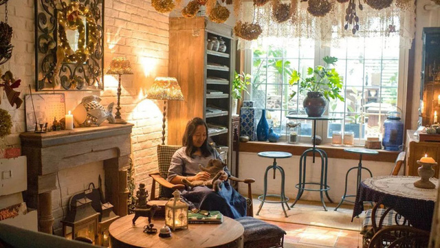 Sau nhiều năm làm việc chăm chỉ, người phụ nữ 50 tuổi mua căn nhà vườn xinh xắn sống cuộc đời an yên - Ảnh 23.