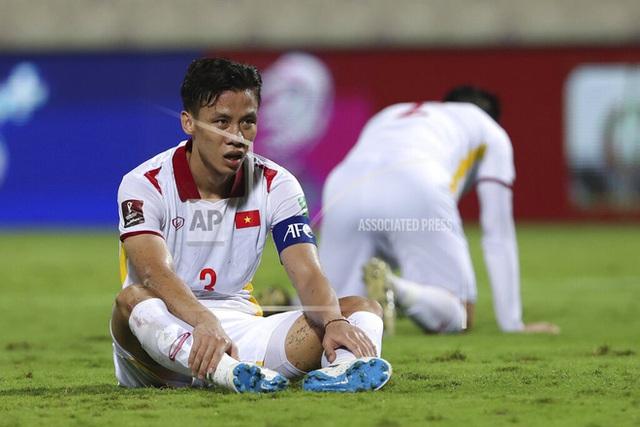 Clip: Thương quá! Nhiều cầu thủ ĐT Việt Nam bật khóc, bất lực vì thất bại đáng tiếc trước Trung Quốc - Ảnh 7.