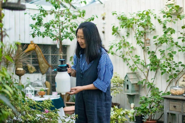 Sau nhiều năm làm việc chăm chỉ, người phụ nữ 50 tuổi mua căn nhà vườn xinh xắn sống cuộc đời an yên - Ảnh 7.