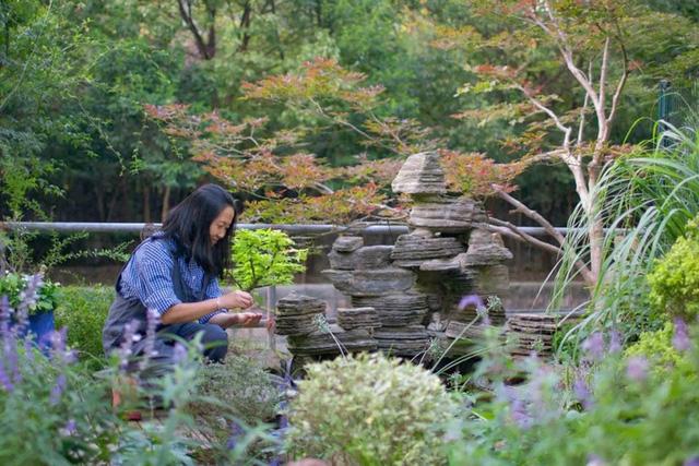 Sau nhiều năm làm việc chăm chỉ, người phụ nữ 50 tuổi mua căn nhà vườn xinh xắn sống cuộc đời an yên - Ảnh 10.