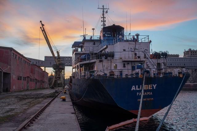 Thực trạng tàn khốc của ngành vận tải biển: Thuỷ thủ đoàn mắc kẹt ngoài khơi suốt nhiều tháng, chủ tàu mất tích và nợ lương cả năm trời - Ảnh 2.