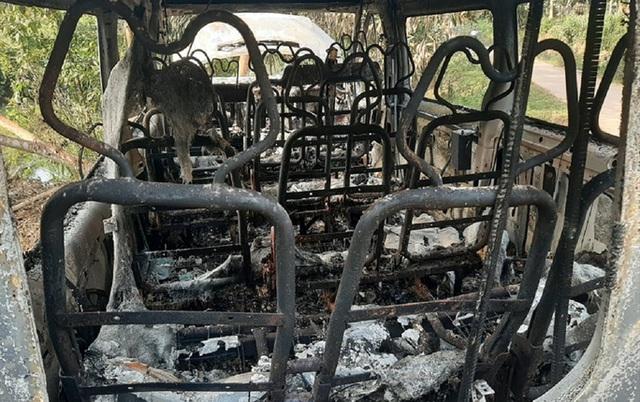 Xe ôtô 16 chỗ bốc cháy bất thường trong đêm, nghi bị phóng hỏa  - Ảnh 2.