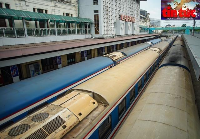 TP Hà Nội đồng ý mở 2 đường bay nội địa, đường sắt vẫn đóng cửa - Ảnh 1.