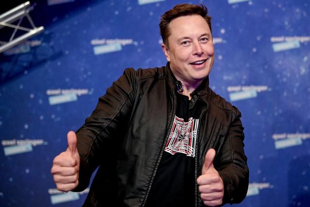 Elon Musk, Bill Gates và cả Warren Buffett bật mí 10 điều mà bạn nên làm trước tuổi 30: Biết tiếng Anh, làm việc với người giỏi, tan làm trễ… và những điều thú vị - Ảnh 2.