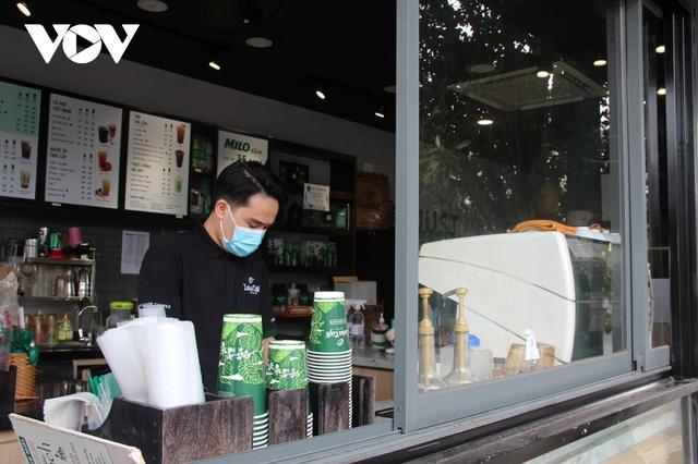 Cửa hàng ăn uống lo vắng khách sau thời gian dài giãn cách - Ảnh 1.