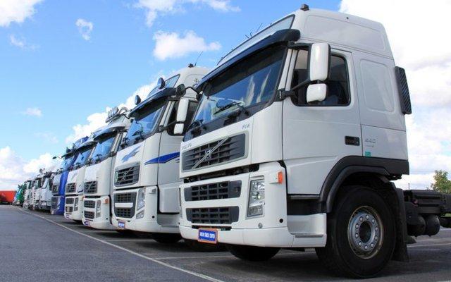 Nông dân Anh đổ đi hàng chục nghìn lít sữa vì thiếu tài xế xe tải - Ảnh 2.