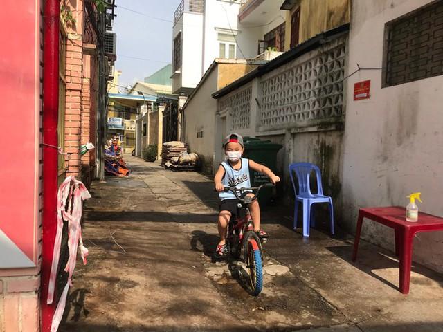 Gỡ thêm một chốt phong tỏa, Đà Nẵng chỉ còn 155 người thực hiện ai ở đâu ở đấy  - Ảnh 3.