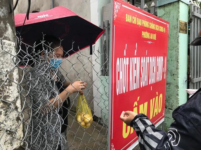 Gỡ thêm một chốt phong tỏa, Đà Nẵng chỉ còn 155 người thực hiện ai ở đâu ở đấy  - Ảnh 10.