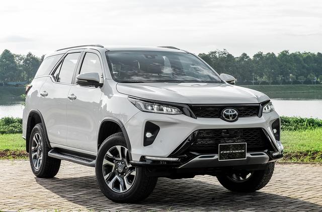 Chạy đua doanh số, ô tô ồ ạt đại hạ giá cao nhất lên tới 240 triệu đồng - Ảnh 4.