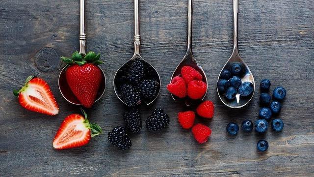 Tết Chuyên gia dinh dưỡng khuyên người sắp 40 tuổi bổ sung các loại thực phẩm tốt nhất thế giới cho sức khỏe: Giúp xương chắc khỏe, đẩy lùi lão hóa, giúp trí não minh mẫn hơn - Ảnh 9.