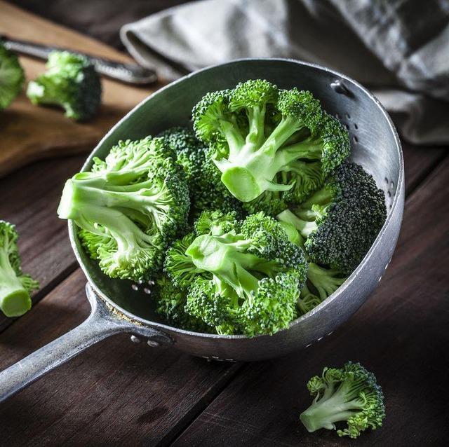 Tết Chuyên gia dinh dưỡng khuyên người sắp 40 tuổi bổ sung các loại thực phẩm tốt nhất thế giới cho sức khỏe: Giúp xương chắc khỏe, đẩy lùi lão hóa, giúp trí não minh mẫn hơn - Ảnh 18.