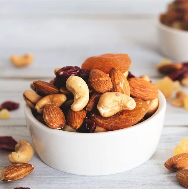 Tết Chuyên gia dinh dưỡng khuyên người sắp 40 tuổi bổ sung các loại thực phẩm tốt nhất thế giới cho sức khỏe: Giúp xương chắc khỏe, đẩy lùi lão hóa, giúp trí não minh mẫn hơn - Ảnh 4.