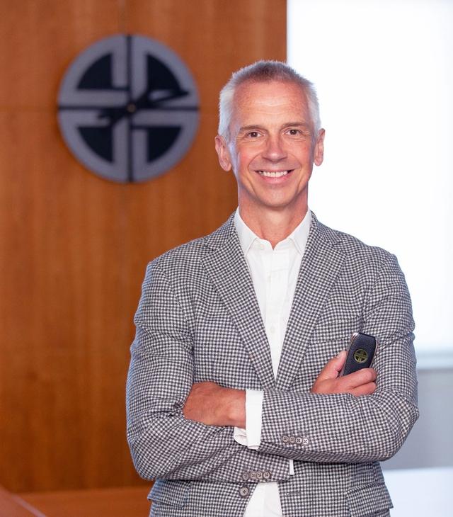 Cựu Giám đốc thiết kế của Vertu Signature ra mắt thương hiệu điện thoại cao cấp XOR - Ảnh 1.