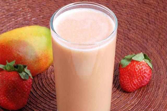 7 món sinh tố giàu dinh dưỡng cần bổ sung ngay để tăng cường sức khỏe cho cả nhà - Ảnh 1.